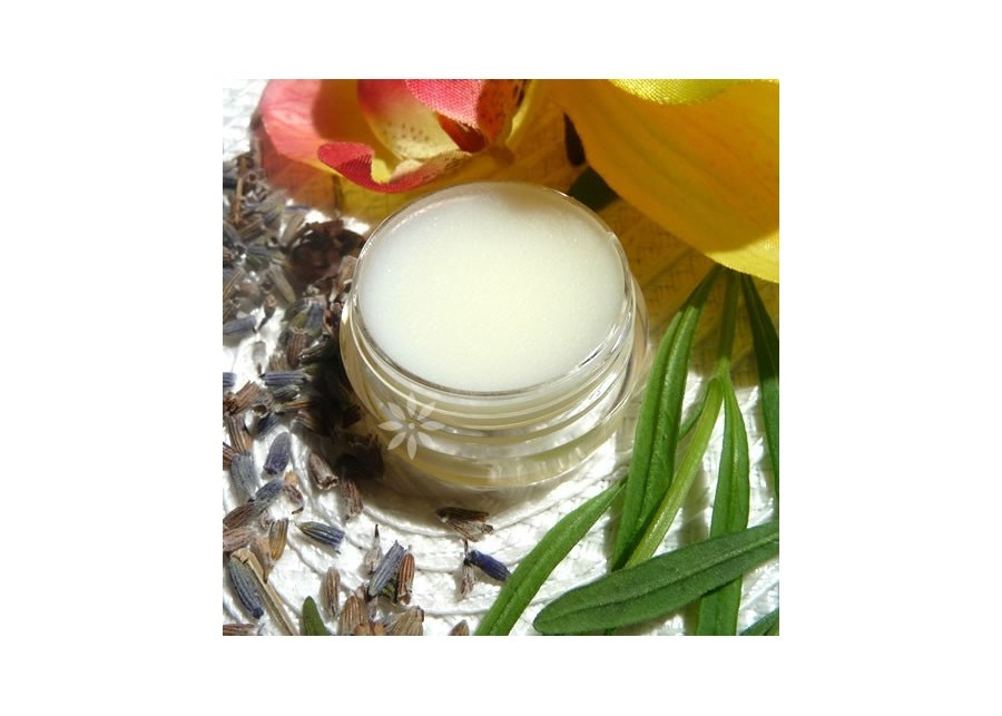 Aromatic, fruity solid perfume